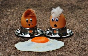 two boiled eggs one fried