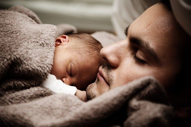 baby sleeping on dad's chest lose weight and keep it off