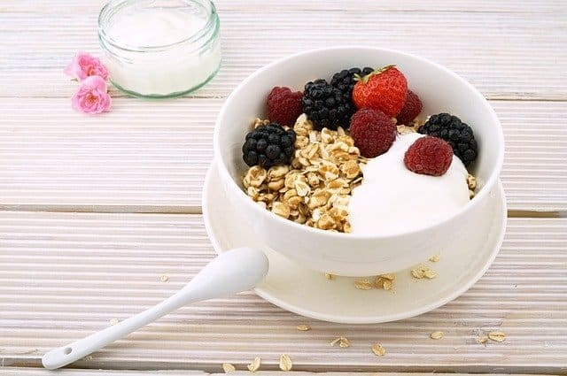 good carbs berries in bowl